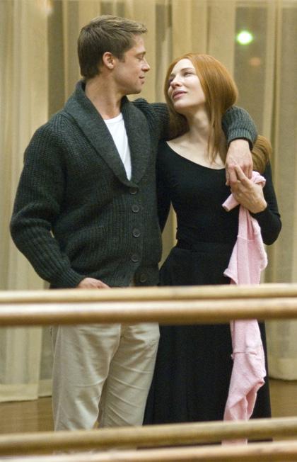 In foto Brad Pitt (57 anni) Dall'articolo: Il curioso caso di Benjamin Button: riavvolgendo una vita e svolgendo un amore.