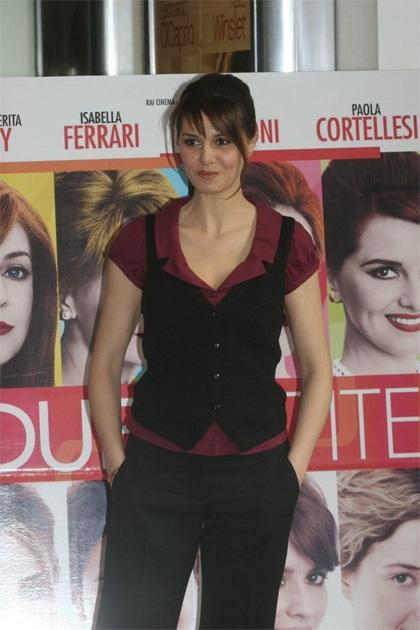 In foto Paola Cortellesi (46 anni) Dall'articolo: Due partite: le amiche (complici, amanti, mamme).