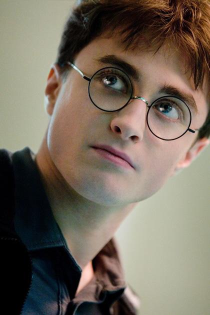 In foto Daniel Radcliffe (29 anni) Dall'articolo: Harry Potter e il principe Mezzosangue, nuove immagini di Harry.