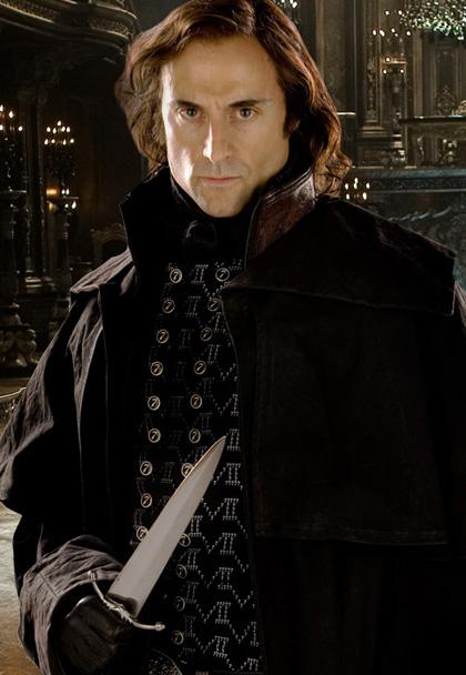 In foto Mark Strong (56 anni) Dall'articolo: Robin Hood: parla Crowe.