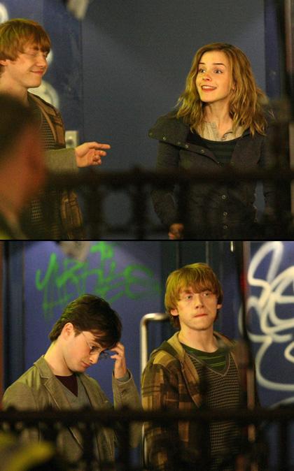 In foto Emma Watson (28 anni) Dall'articolo: Harry Potter e i doni della morte: nuove foto dai set.