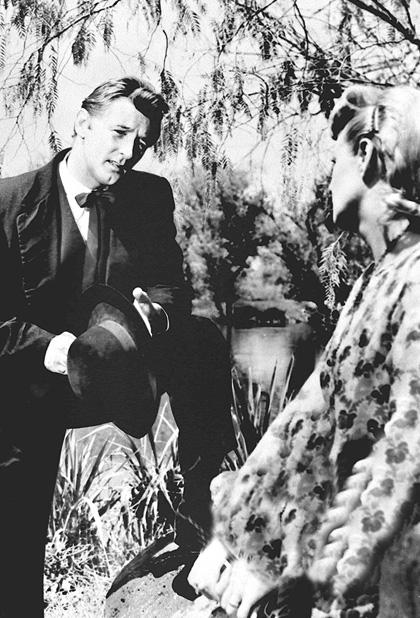 In foto Robert Mitchum Dall'articolo: Film in Tv: L'ultimo canto d'aprile.