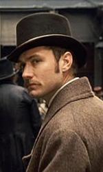 In foto Jude Law (47 anni) Dall'articolo: Sherlock Holmes: dieci nuove immagini.