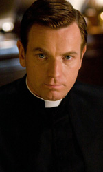 In foto Ewan McGregor (49 anni) Dall'articolo: Angeli e demoni: la chiesa, che set!.