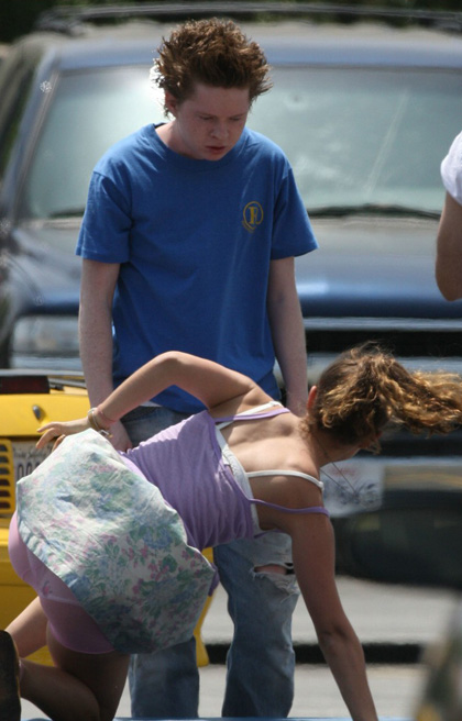 Natalie Portman durante le prove -  Dall'articolo: Hesher: le foto dal set di Natalie Portman e Joseph Gordon-Levitt.
