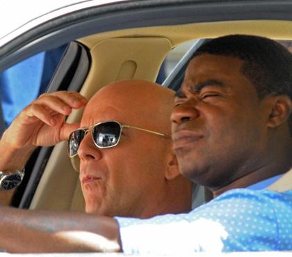 In foto Bruce Willis (64 anni) Dall'articolo: A Couple of Dicks: prime immagini del film di Kevin Smith.