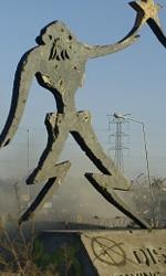 Una scena del film -  Dall'articolo: District 9: le immagini della campagna virale.