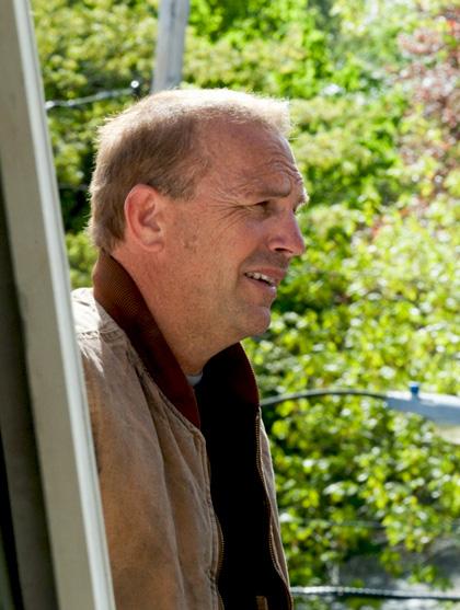 In foto Kevin Costner (65 anni) Dall'articolo: The Company Men: teaser trailer e prime foto del film di John Wells.