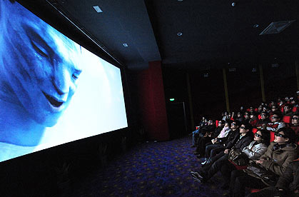 Avatar rimpiazzato da Confucius sugli schermi 2D cinesi -  Dall'articolo: Avatar verrà tolto dagli schermi 2D in Cina per dare spazio a Confucius.