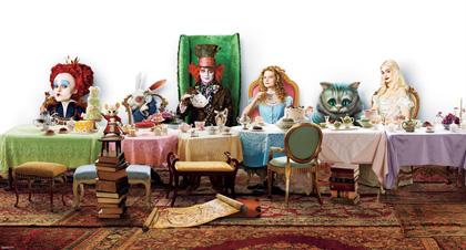 In foto Michael Sheen (52 anni) Dall'articolo: Alice in Wonderland: Johnny Depp parla del Cappellaio Matto.
