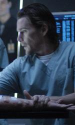 Daybreakers: nuovi poster, la fotogallery e due clip - Edward in sala operatoria