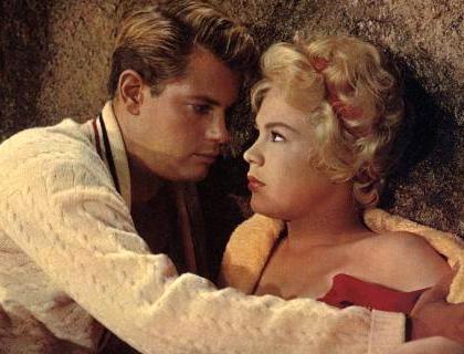 In foto Sandra Dee Dall'articolo: Storia 'poconormale' del cinema: i film, i modelli (1).