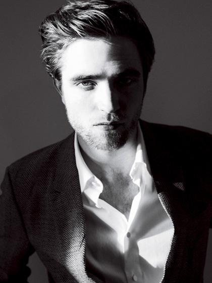 In foto Robert Pattinson (33 anni) Dall'articolo: The Twilight Saga: Breaking Dawn, le riprese potrebbero iniziare ad ottobre.