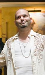 In foto Guillermo Diaz (48 anni) Dall'articolo: Cop Out: una valanga di immagini e tre spot televisivi.