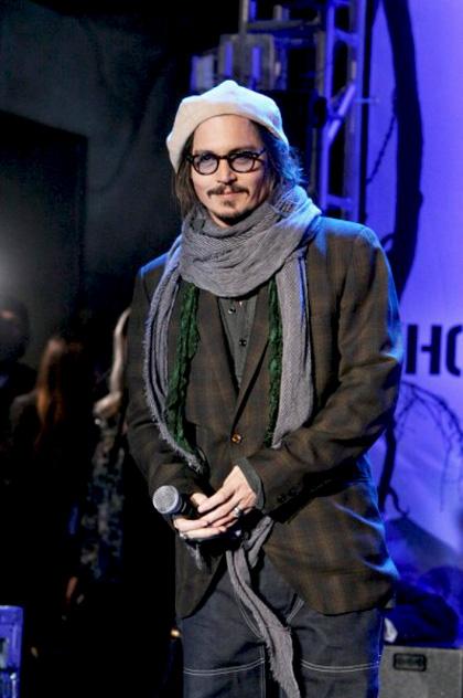 """In foto Johnny Depp (56 anni) Dall'articolo: Alice in Wonderland: la clip """"vestite questa ragazza"""" e nuove immagini."""