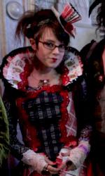 """I fan -  Dall'articolo: Alice in Wonderland: la clip """"vestite questa ragazza"""" e nuove immagini."""