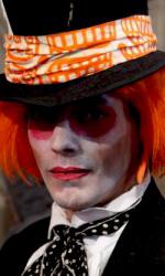 """Un fan vestito da Cappellaio Matto -  Dall'articolo: Alice in Wonderland: la clip """"vestite questa ragazza"""" e nuove immagini."""