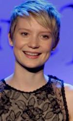 """In foto Mia Wasikowska (32 anni) Dall'articolo: Alice in Wonderland: la clip """"vestite questa ragazza"""" e nuove immagini."""