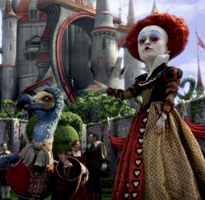 """Il Dodo e la Regina di Cuori -  Dall'articolo: Alice in Wonderland: la clip """"vestite questa ragazza"""" e nuove immagini."""