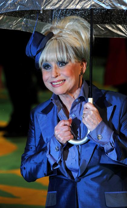 In foto Barbara Windsor Dall'articolo: Alice in Wonderland: premiere mondiale a Londra.