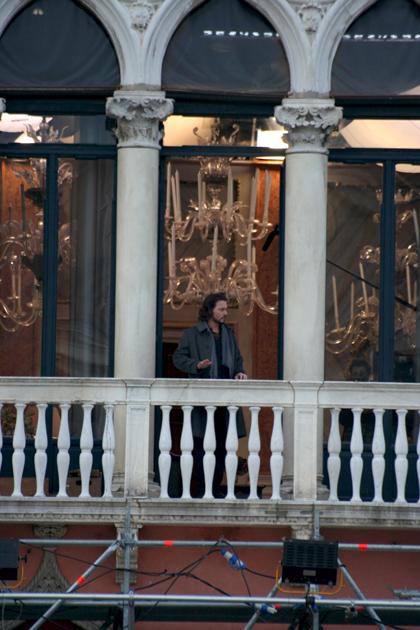 In foto Johnny Depp (57 anni) Dall'articolo: The Tourist: primo giorno di riprese a Venezia.