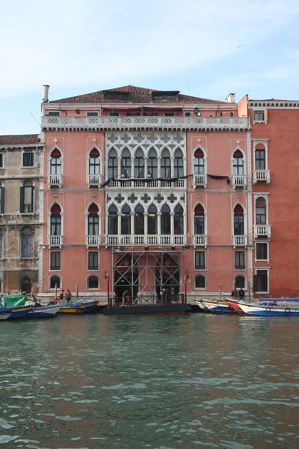 La facciata del Ca' Pisani Moretta in stile Danieli -  Dall'articolo: The Tourist: primo giorno di riprese a Venezia.