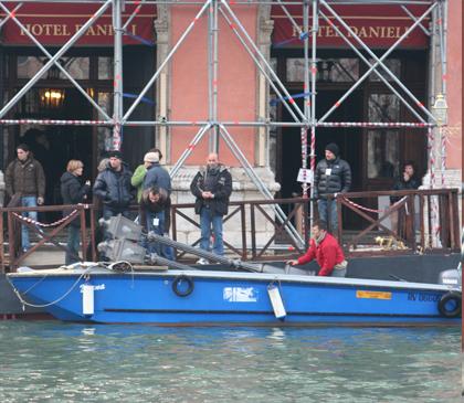 I finti lampioni per la riva opposta -  Dall'articolo: The Tourist: primo giorno di riprese a Venezia.