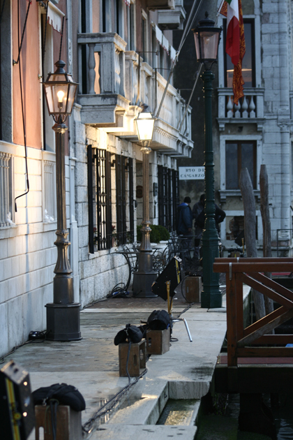 La riva opposta preparata per essere ripresa -  Dall'articolo: The Tourist: primo giorno di riprese a Venezia.