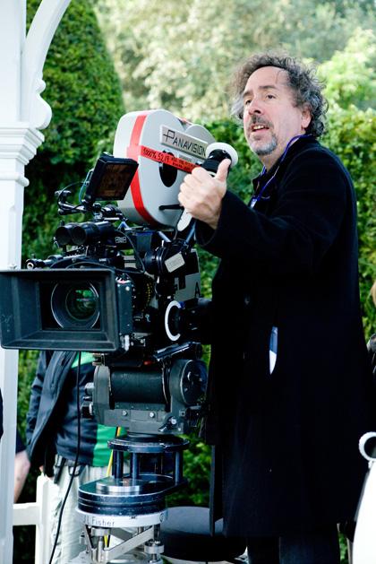 """In foto Tim Burton (61 anni) Dall'articolo: Alice in Wonderland: 3 clip, ed """"Alice action Hero"""" in italiano."""