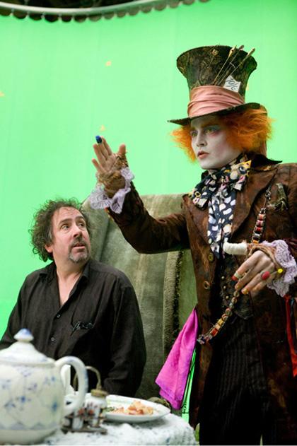 In foto Johnny Depp (58 anni) Dall'articolo: Box Office: Alice in Wonderland al primo posto in Italia e in Usa.