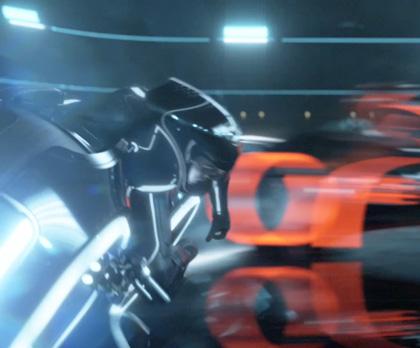 La battaglia con i Light Cycle -  Dall'articolo: Tron Legacy: un nuovo sito virale porta alla scoperta del teaser trailer ufficiale.