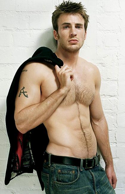 In foto Chris Evans (38 anni) Dall'articolo: The First Avenger: Captain America, Krasinski fuori.
