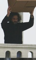Lo stuntman prova il punto di caduta -  Dall'articolo: The Tourist: le riprese di Depp inseguito in Campo della Pescheria.