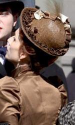Bel Ami: le foto di Pattinson sul set di Londra e di Budapest - Pattinson e Kristin Scott Thomas sul set