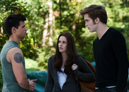 In foto Kristen Stewart (28 anni) Dall'articolo: The Twilight Saga: Eclipse, online il trailer italiano.
