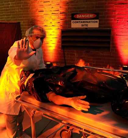Un dottore e un pazzo -  Dall'articolo: La città verrà distrutta all'alba: assetto antivirus anche a Roma.