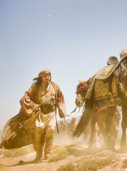 In foto Alfred Molina (65 anni) Dall'articolo: Prince of Persia - Le sabbie del tempo: 4 backstage in italiano.