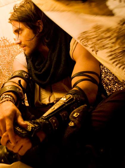 In foto Jake Gyllenhaal (38 anni) Dall'articolo: Prince of Persia - Le sabbie del tempo: 4 backstage in italiano.