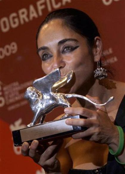 In foto Shirin Neshat (62 anni) Dall'articolo: Venezia 67: Shirin Neshat e Fath Akin presidenti di giuria.
