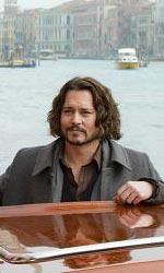 In foto Johnny Depp (57 anni) Dall'articolo: The Tourist: prima foto ufficiale di Depp e della Jolie.