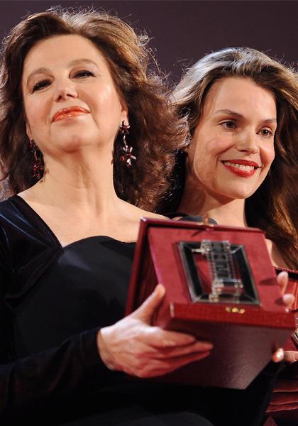 In foto Stefania Sandrelli (74 anni) Dall'articolo: Nastri d'Argento 2010: vincono Virzì e Ozpetek.
