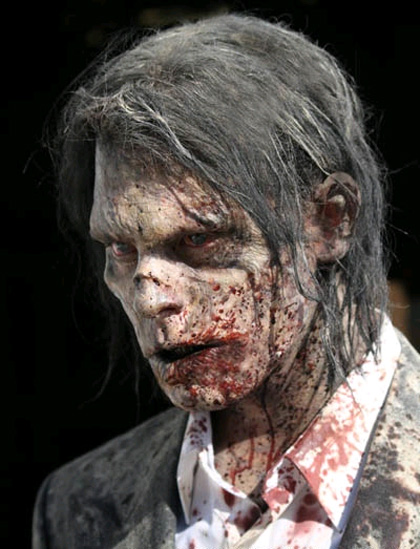 Uno zombie -  Dall'articolo: The Walking Dead: prime foto del cast.