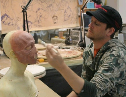 La fase del trucco -  Dall'articolo: The Walking Dead: prime foto del cast.