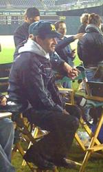 Moneyball: prime foto sul set di Philip Seymour Hoffman - Bennet Miller sul set col capellino degli Oakland A.