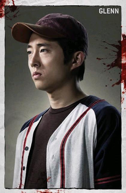 """In foto Steven Yeun (36 anni) Dall'articolo: The Walking Dead: la creazione del zombie, la """"ragazza sulla bicicletta""""."""