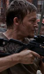 """In foto Norman Reedus (50 anni) Dall'articolo: The Walking Dead: la creazione del zombie, la """"ragazza sulla bicicletta""""."""