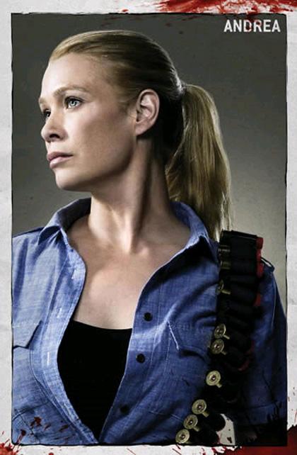"""In foto Laurie Holden (47 anni) Dall'articolo: The Walking Dead: la creazione del zombie, la """"ragazza sulla bicicletta""""."""