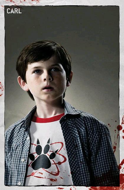 """In foto Chandler Riggs (20 anni) Dall'articolo: The Walking Dead: la creazione del zombie, la """"ragazza sulla bicicletta""""."""