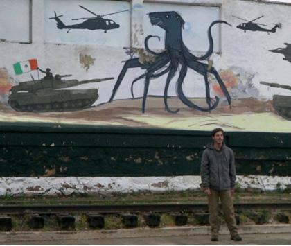 In foto Scoot McNairy (43 anni) Dall'articolo: Monsters: il più realistico film sui mostri.