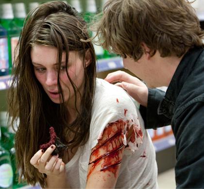 In foto Rooney Mara (33 anni) Dall'articolo: Nightmare: l'uomo nero non è morto, ha gli artigli come un corvo.